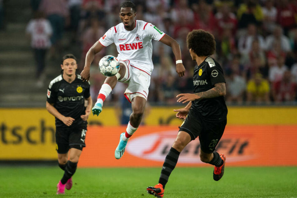 Kingsley Ehizibue (mitte) vom 1. FC Köln beim Spiel gegen Borussia Dortmund.