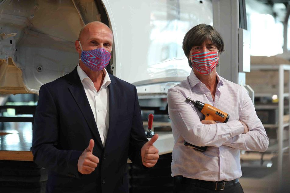 Jogi Löw in Dresden! Bundestrainer holt seinen neuen Elektro-VW ab