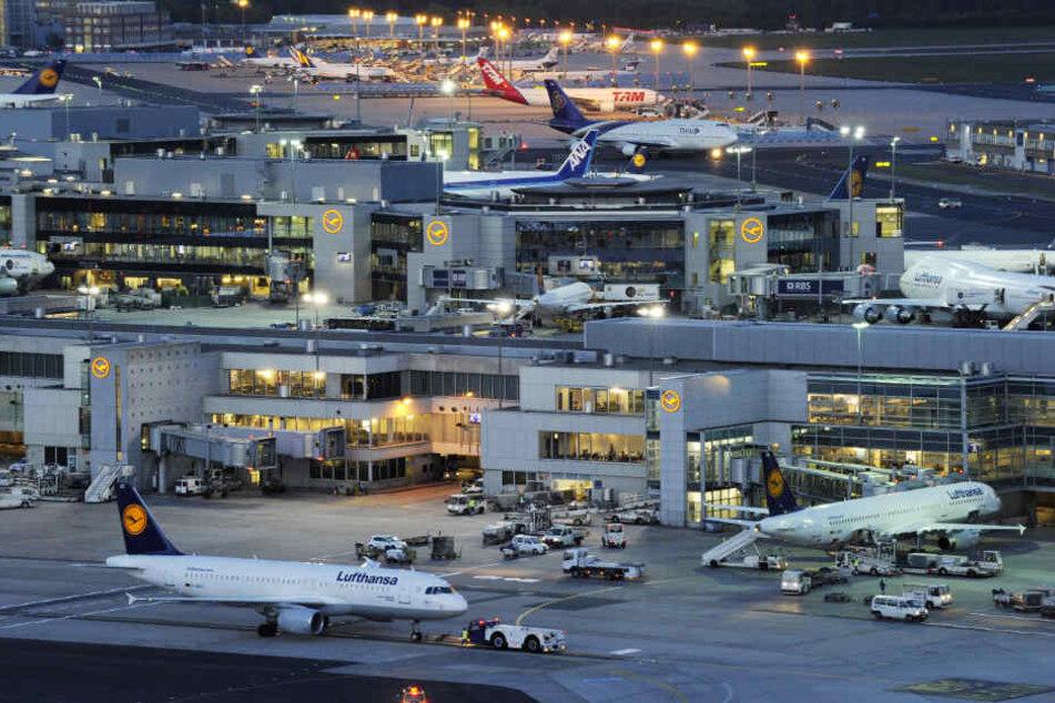 Hat der Flughafenbetreiber Fraport Schmiergelder fließen lassen? (Symbolbild)
