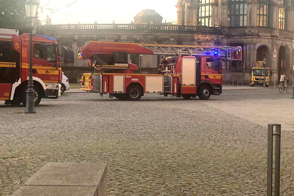 Mehrere Feuerwehrfahrzeuge rückten an.