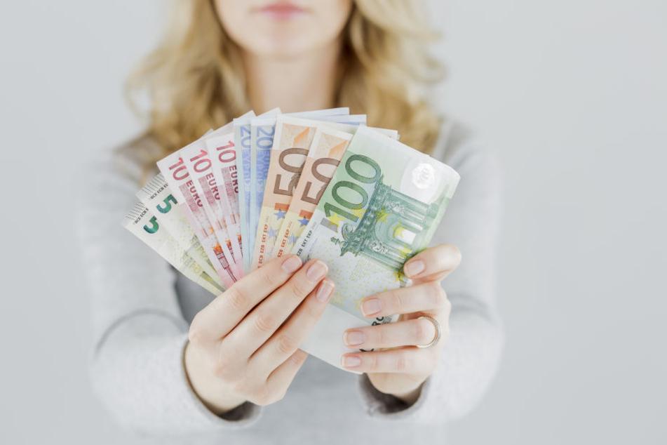 Weißt du eigentlich wie viel dein Chef verdient? Die Grünen fordern jetzt mehr Transparenz.