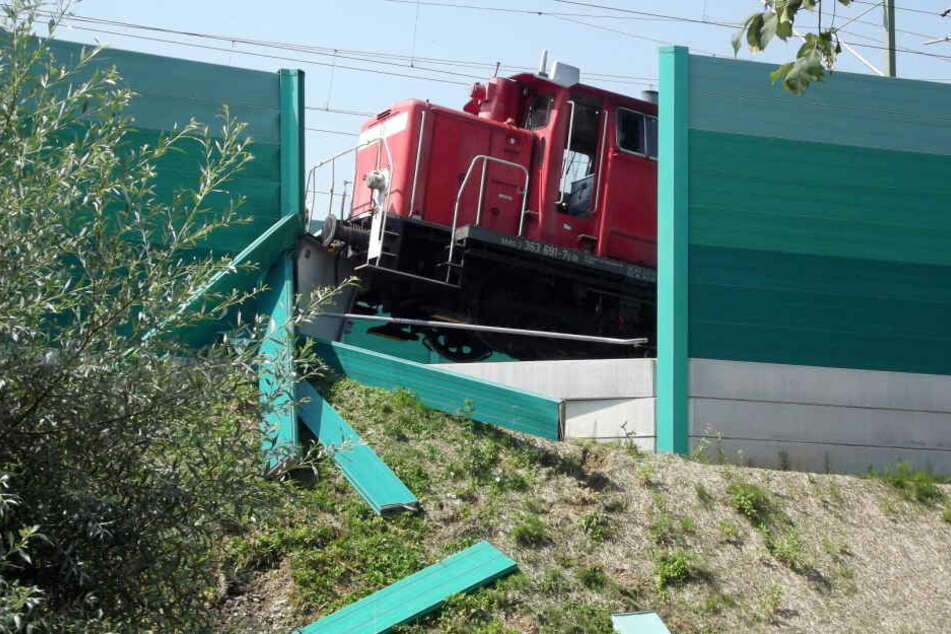 Der Sachschaden durch die Lok wird auf 150.00 Euro geschätzt.