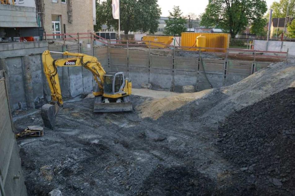 Ein 44-jähriger Mann ist am Donnerstag von Schkopau bei Leipzig in einer Baugrube von Erde verschüttet worden und gestorben. (Symbolbild)