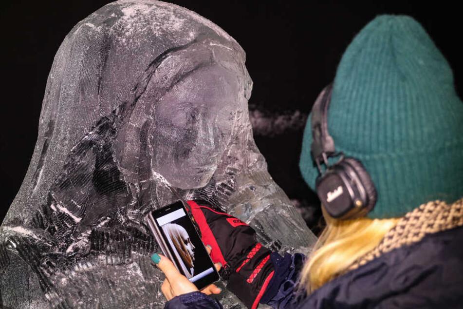 Wunderschöne Figuren aus Eis und Schnee entstehen gerade am Bayerischen Bahnhof in Leipzig.