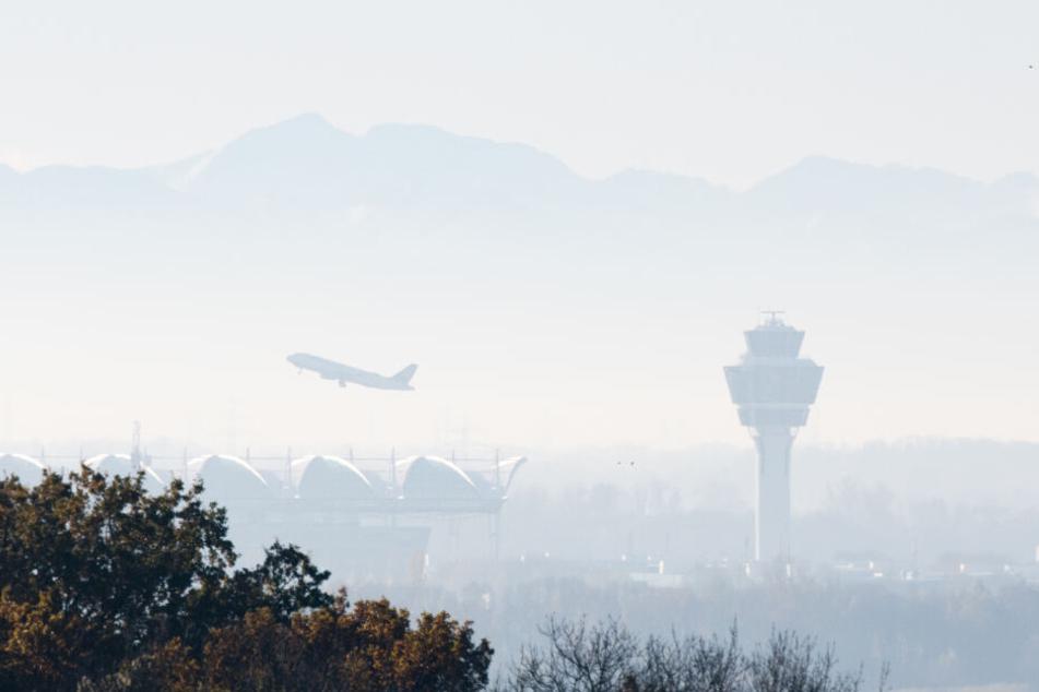 Über den Münchner Flughafen wollte die Frau das Kleinkind nach Schweden bringen. (Symbolbild)