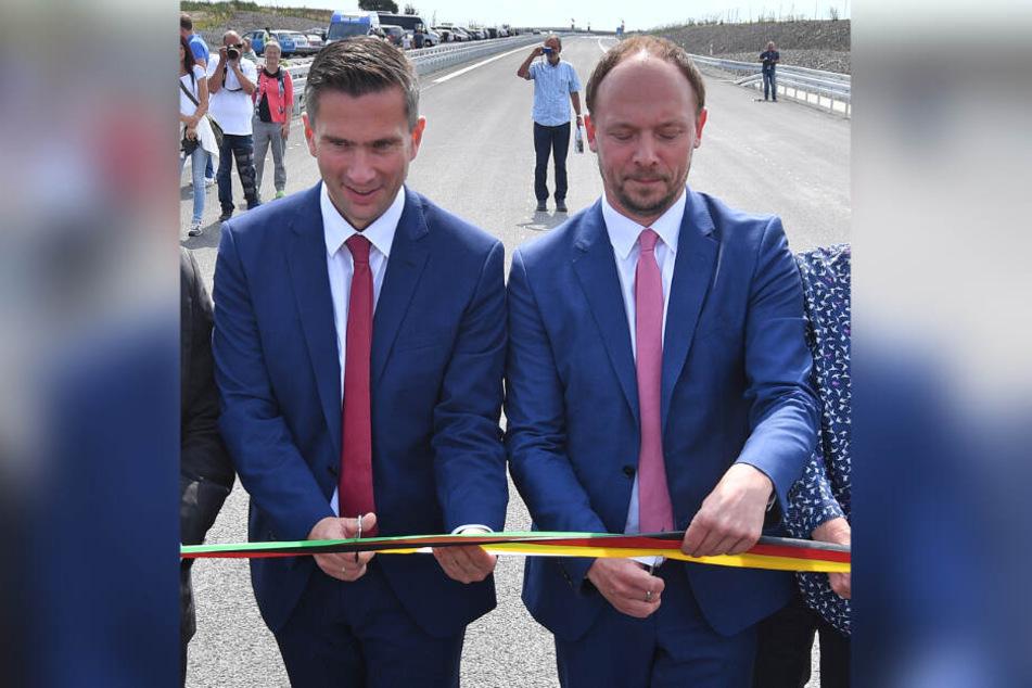 Sachsens Verkehrsminister Martin Dulig (l.) und Marco Wanderwitz (CDU), Parlamentarischer Staatssekretär im Bundesinnenministerium, eröffneten die Strecke bei Rötha.