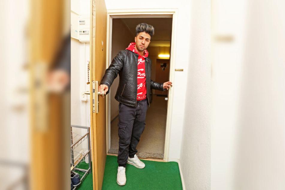 Behroz Sajadi (20) ist schockiert: Blitzeinbrecher durchwühlten seine Wohnung in nur elf Minuten.