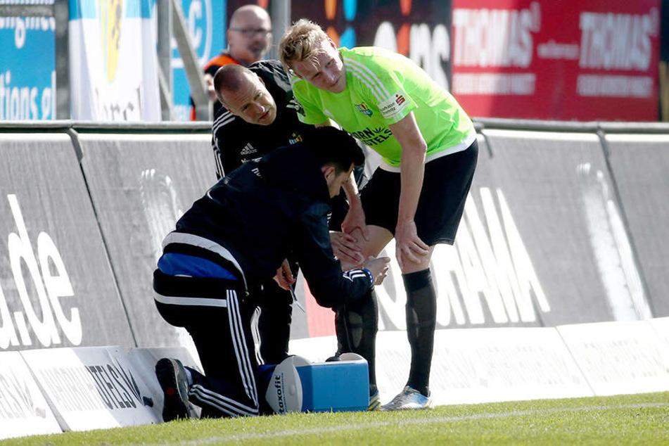 Im Spiel gegen Mainz II. zog sich Tom Scheffel (r.) zum zweiten Mal einen Kreuzbandriss zu.