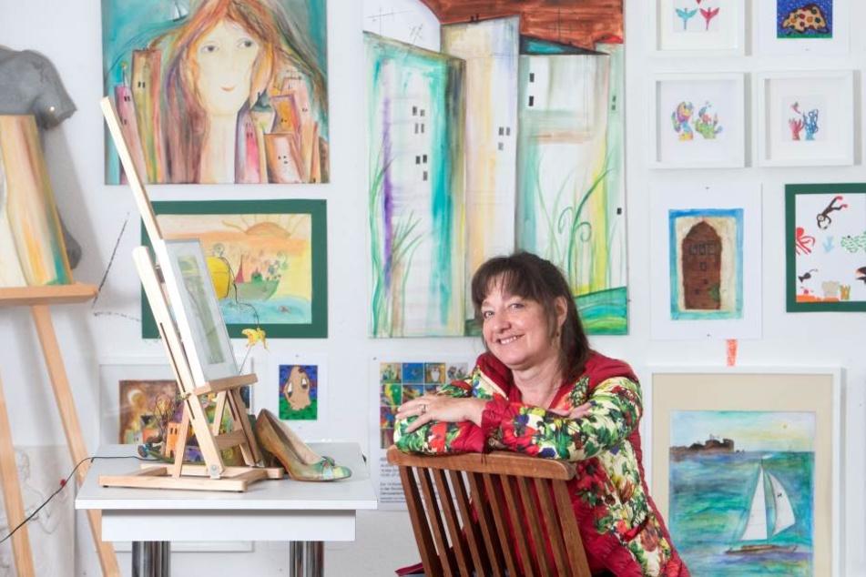 Malerin Benita Martin (56) freut sich in ihrem Atelier auf die Kids.