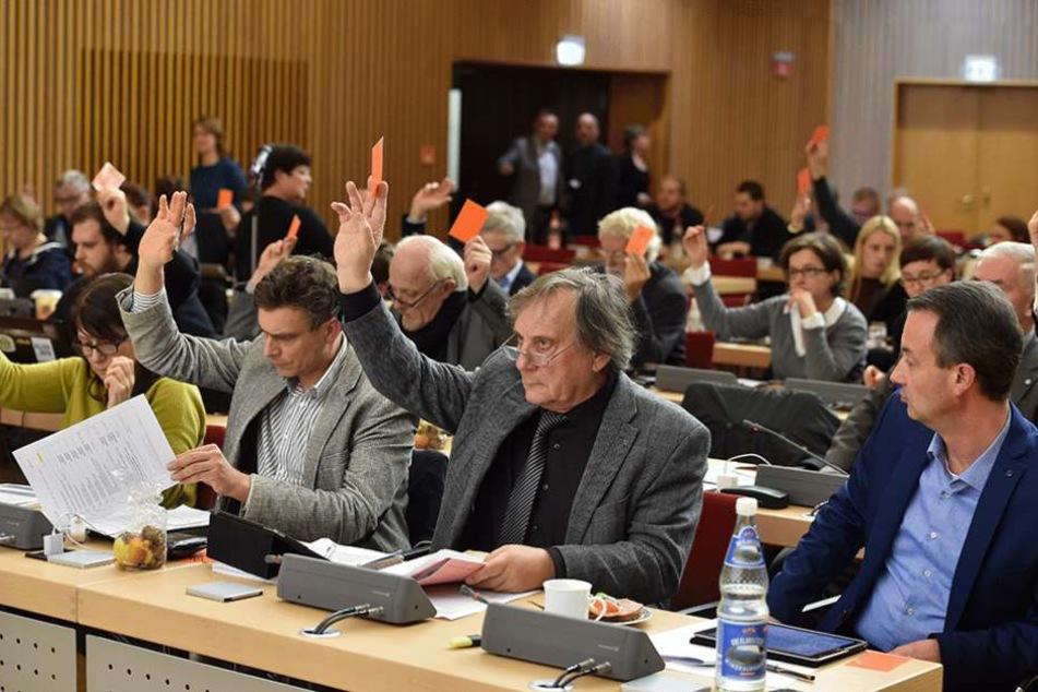Die Räte im Dresdner Stadtrat bekommen bislang 400 Euro pro Monat für ihre ehrenamtliche Tätigkeit.