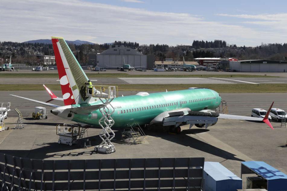 """Weiteres Problem für viele Airlines: Flieger des Typs """"Boeing 737 Max"""" haben bis auf Weiteres Flugverbot (Symbolbild)."""