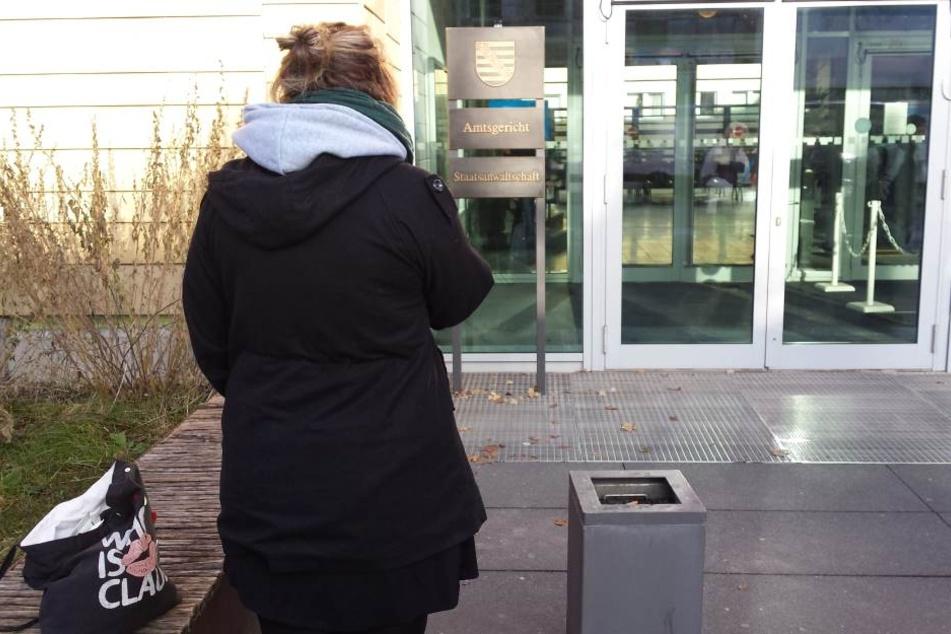 Opfer Marie S. (19) brach im Gerichtssaal weinend zusammen.