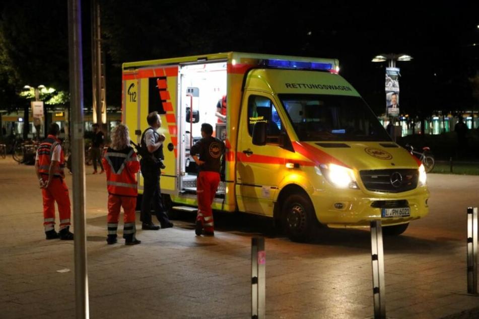 Mit einem Krankenwagen wurde der Verletzte in eine Klinik gefahren.