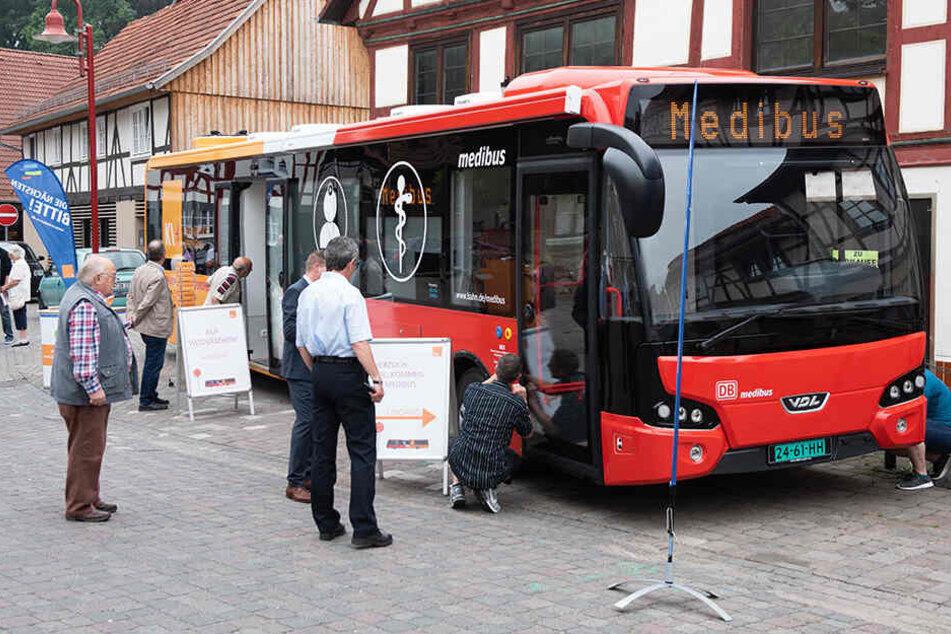 In Hessen fahren die Medibusse bereits über Land. Eine Dauerlösung soll das aber nicht sein - die Landesregierung will bald wieder eine Abdeckung durch niedergelassene Ärzte.