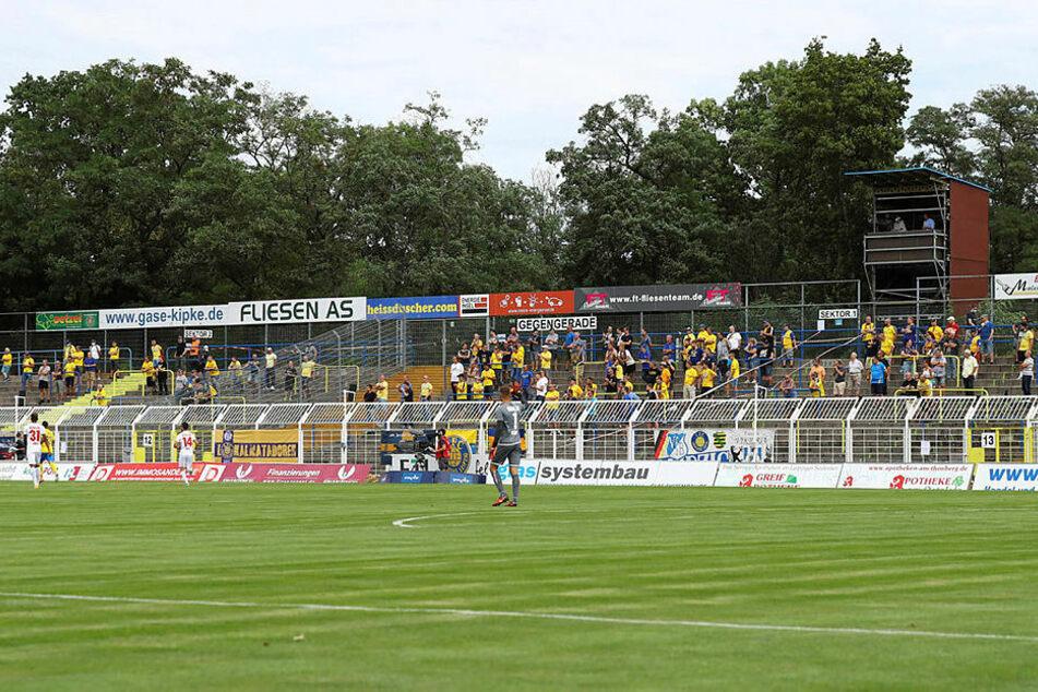 1000 Zuschauer waren unter speziellen Hygienebedingungen im Bruno-Plache-Stadion zugelassen.