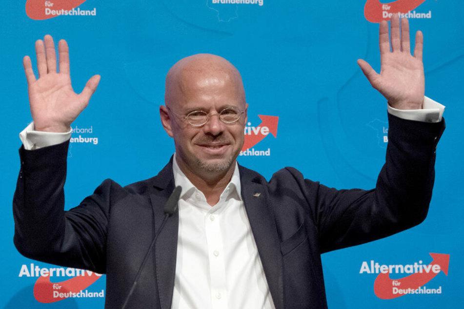 Brandenburgs AfD-Chef Andreas Kalbitz freut sich über seine Wiederwahl.