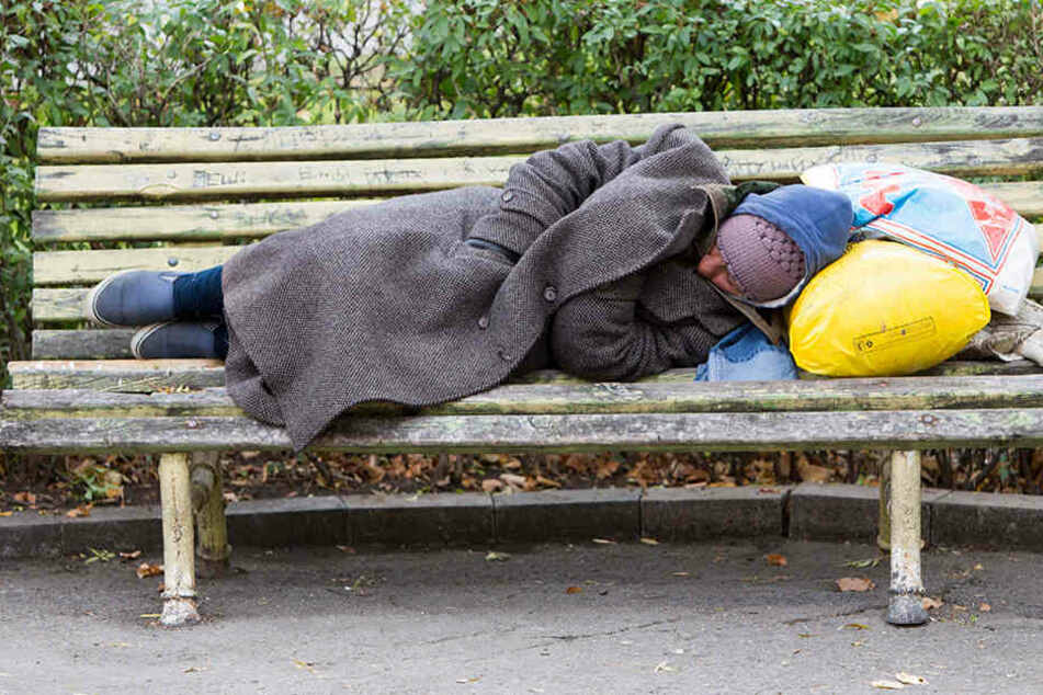 Der Obdachlose krümmte sich vor Schmerzen! Dennoch wollte keine Klinik ihn aufnehmen. (Symbolbild)