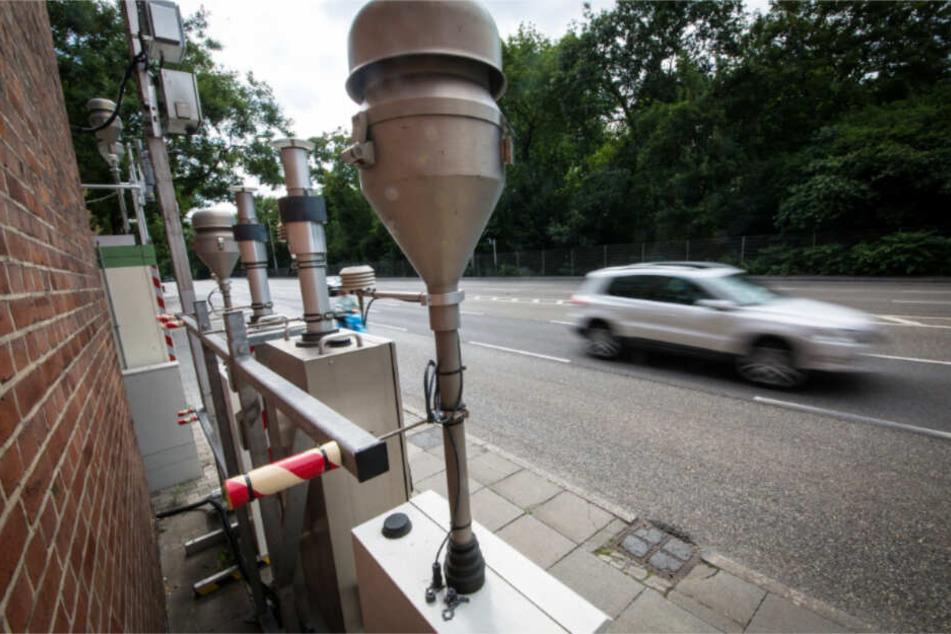 Die Messstelle am Neckartor in Stuttgart. Die Stelle gilt als Deutschlands schmutzigste Kreuzung. (Archivbild)