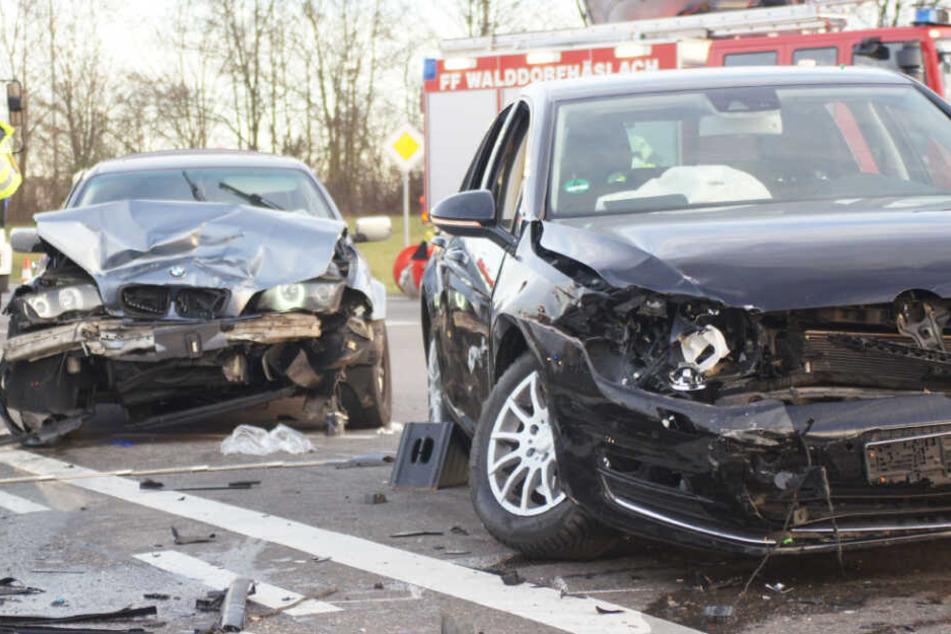 Ein Blick auf die zwei am Unfall beteiligten Wagen.