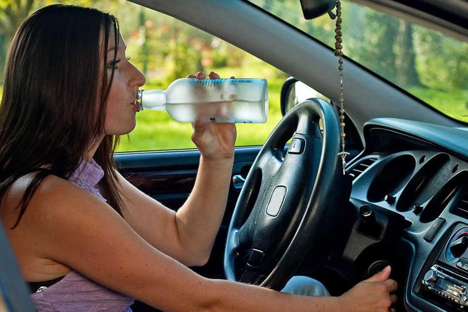 Frau düst mit fast drei Promille durch Kreisverkehr