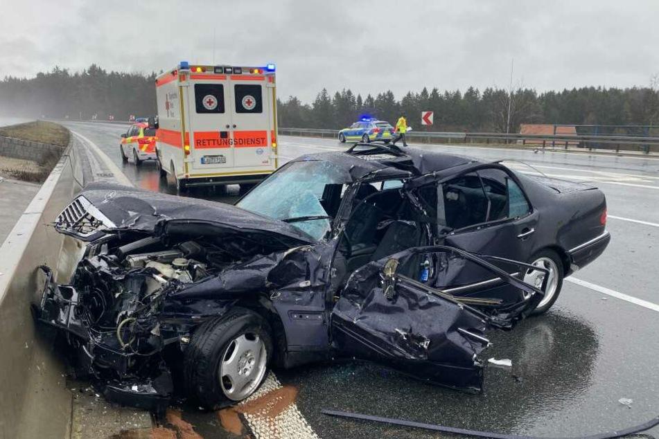 Der Fahrer des Mercedes überlebte den Unfall nicht.