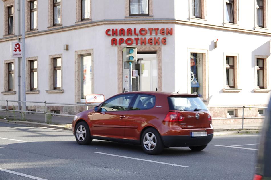 Der Rotlichtblitzer an der Clausstraße/Charlottenstraße ist vorerst außer Dienst gesetzt.