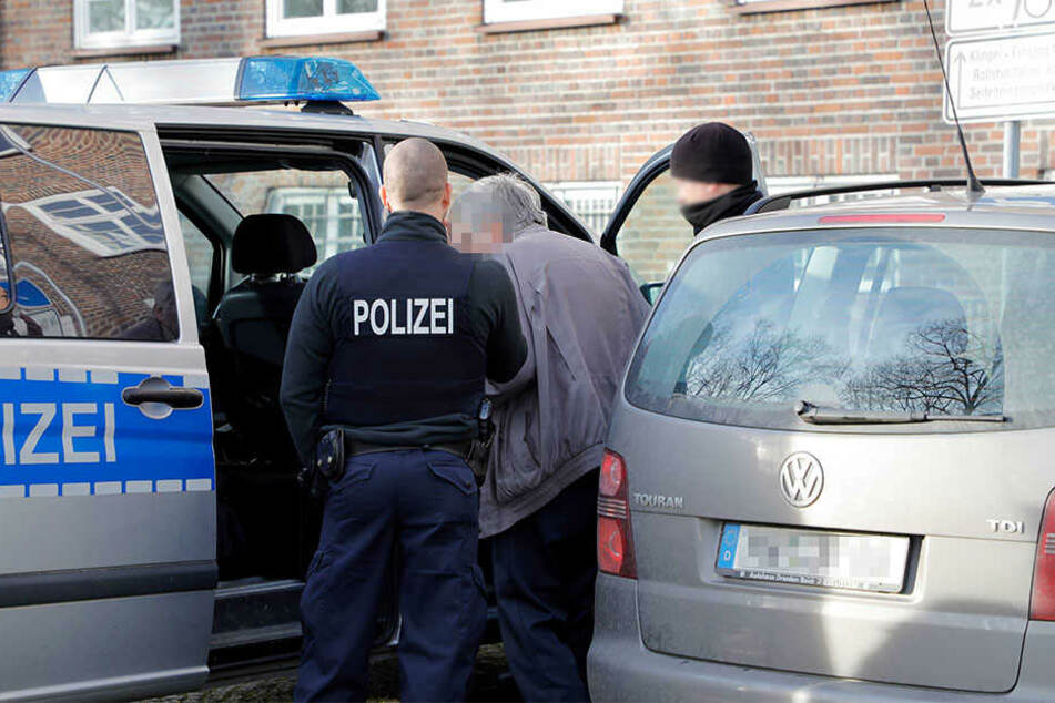 Der Tatverdächtige wurde entwaffnet und festgenommen.