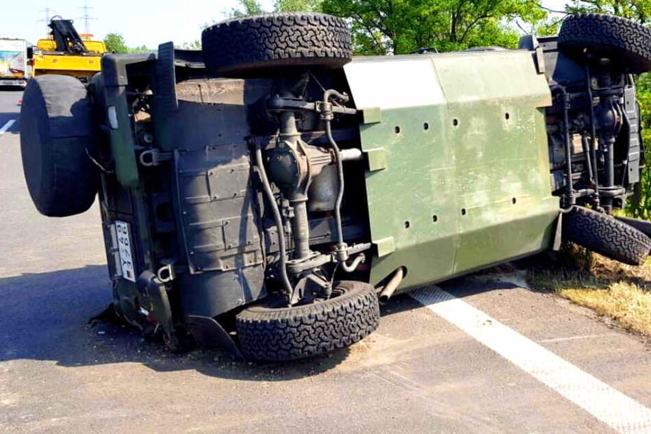 Panzerwagen überschlägt sich auf Autobahn!
