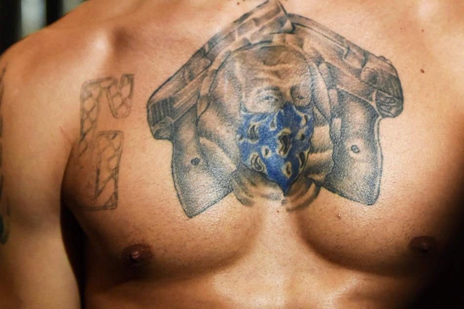 Der Mann ließ sich ein Tattoo stechen und ging baden, dann war er tot. (Symbolbild)