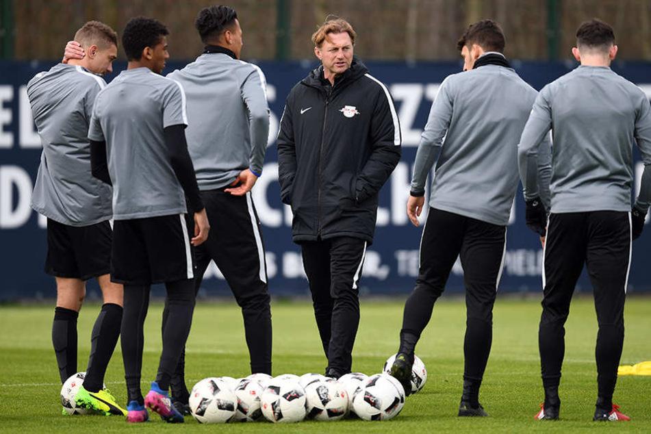 Hasenhüttl trainierte mehrere Taktiken, will gegen Bremen variabel sein.
