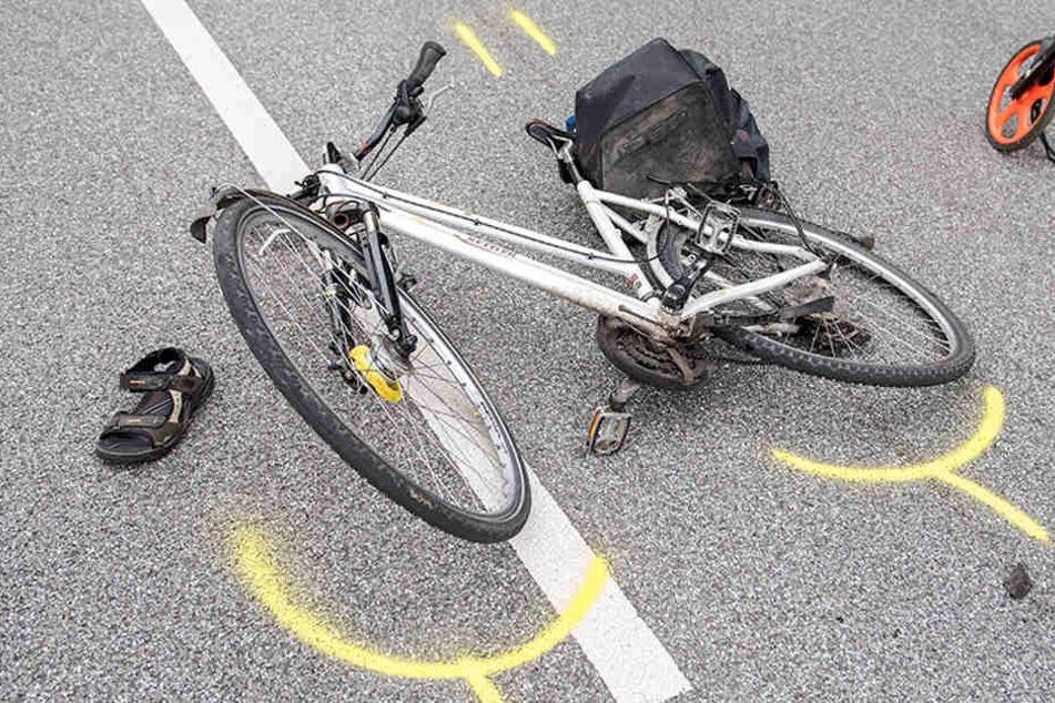 Die Fahrradfahrer wurden völlig überrascht und hatten keine Chance auszuweichen. (Symbolbild)