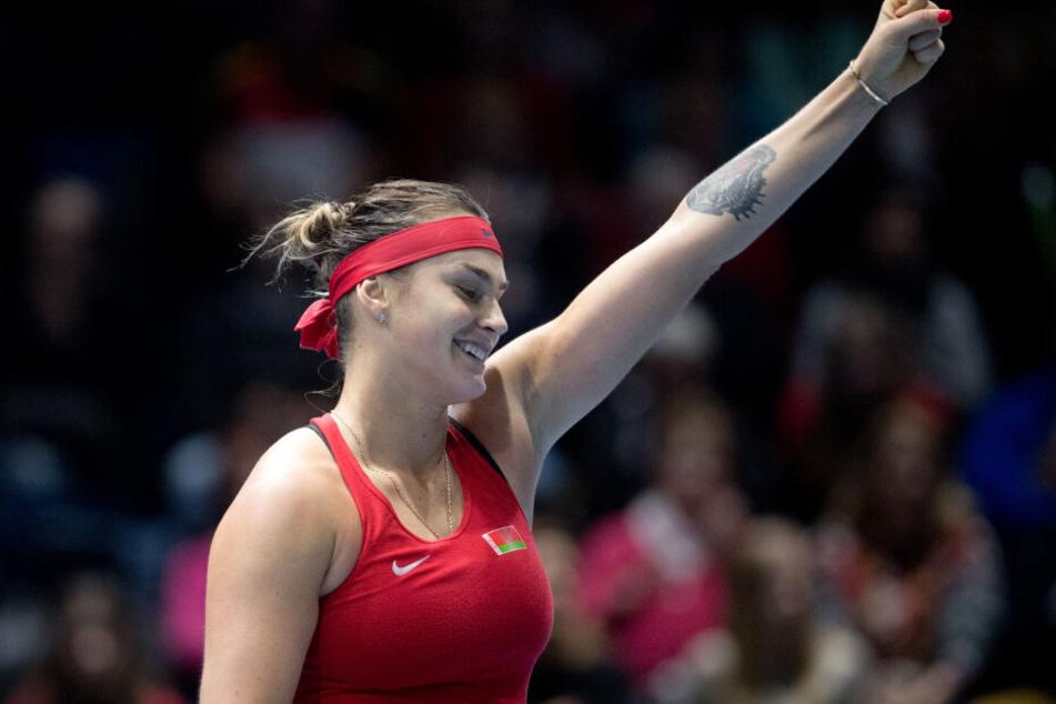 Weißrusslands Aryna Sabalenka freut sich über ihren Sieg im Einzel gegen Deutschlands Siegemund.