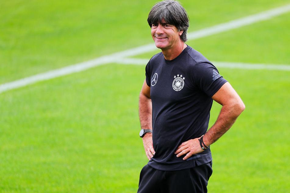 Ein gut gelaunter Bundestrainer zum Start des Trainingslagers in Südtirol: Joachim Löw stand auf der ersten Pressekonferenz Rede und Antwort.
