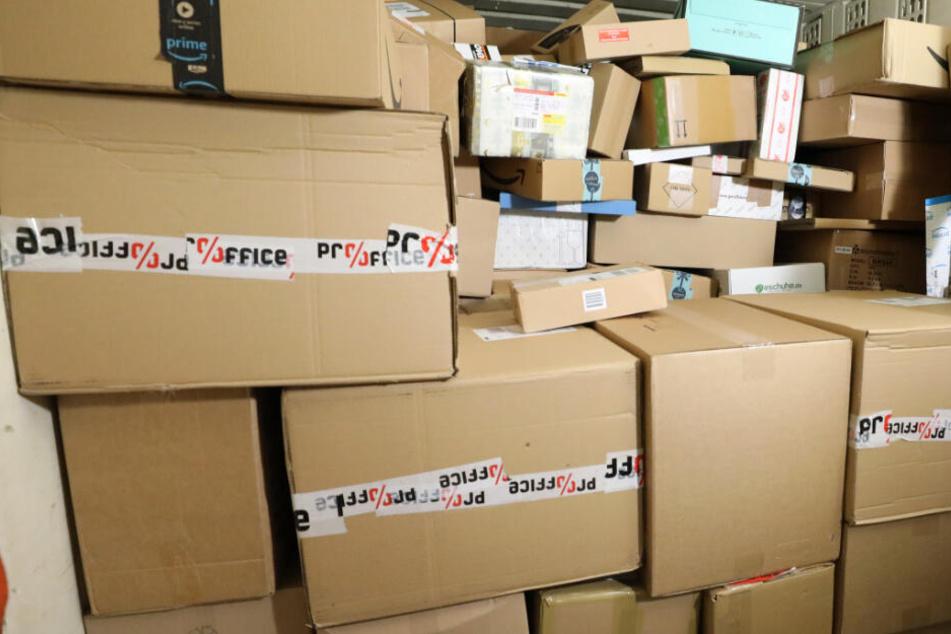 In den über 100 geklauten Paketen befanden sich unter anderem Kosmetik, Kleidung und Handys. (Symbolbild)
