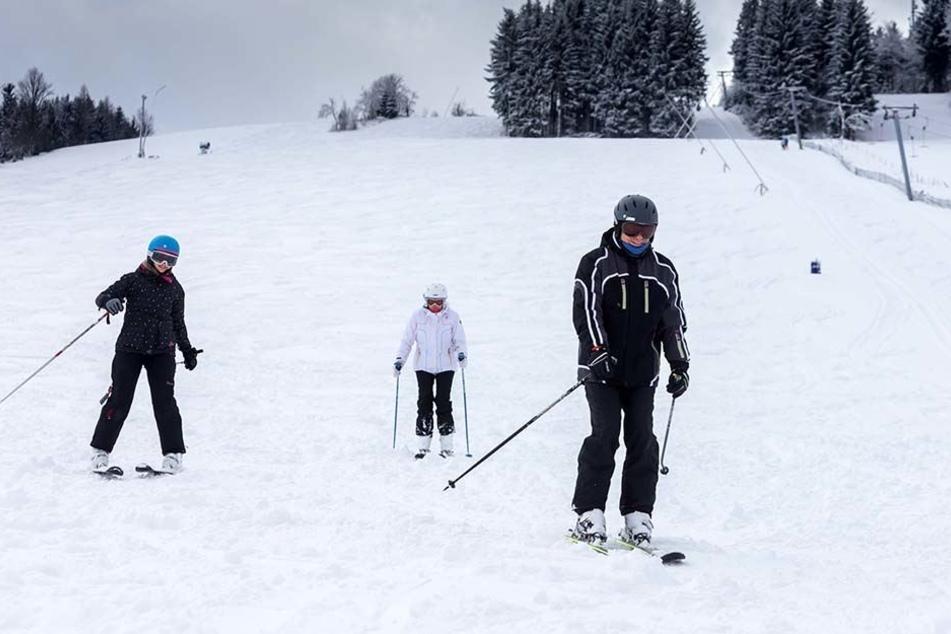 Für die Wintersportler könnte die Saison in Holzhau erheblich kürzer werden. Anfang Januar entscheidet das Landgericht, ob der Skibetrieb über ein unverzichtbares Grundstück untersagt wird.