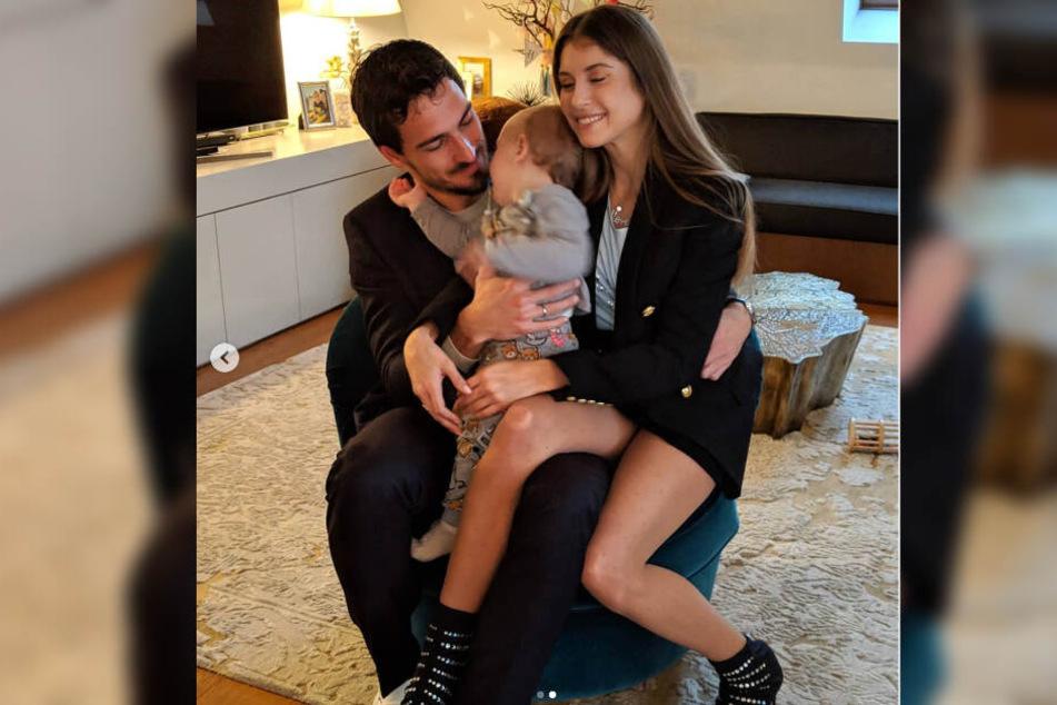 Ein Foto mit Seltenheitswert: Die ganze Familie Hummels auf einem Bild vereint.