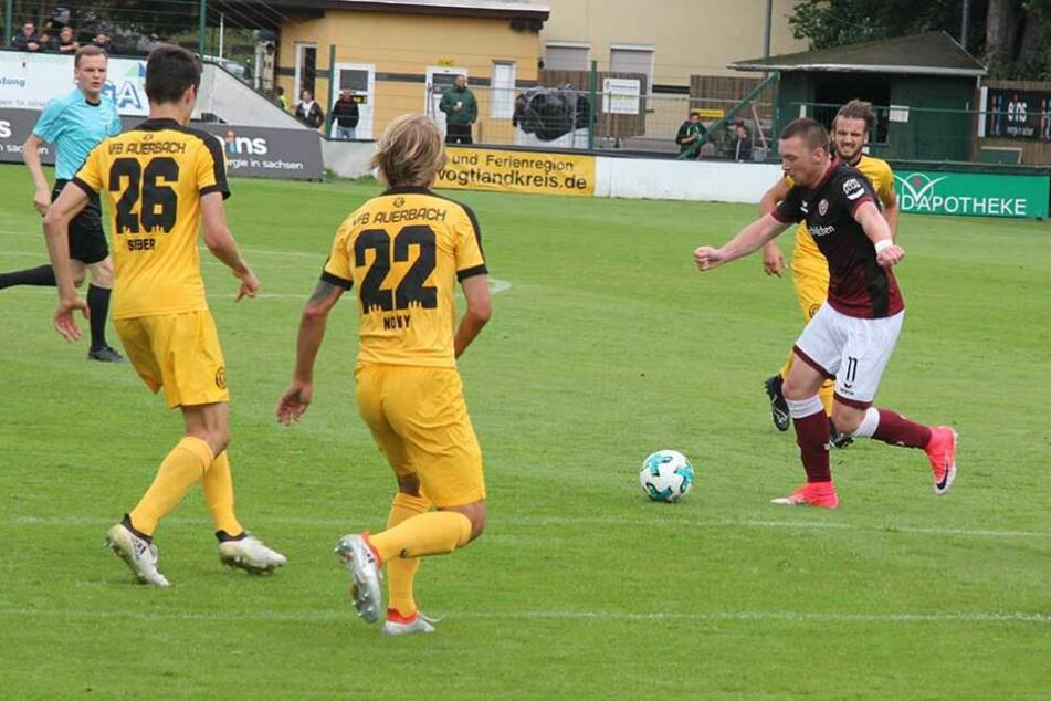 Haris Duljevic (re.) machte sein erstes Spiel für Dynamo.