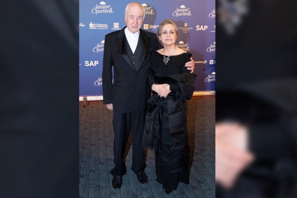 Auf Einladung seines Neffen, Ballchef Hans-Joachim Frey (54), kam Schauspieler Armin Mueller-Stahl (89) mit Gattin Gabriele Scholz (70) zum Ball.
