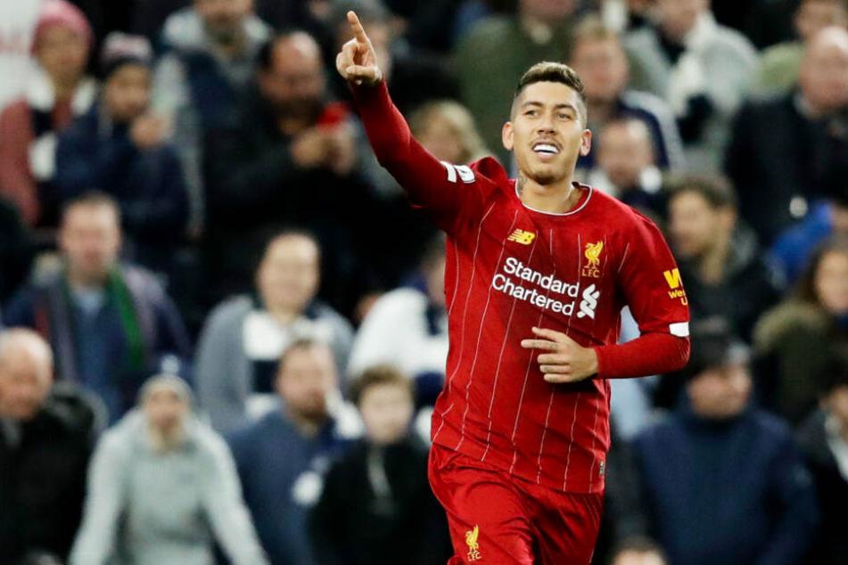 Liverpool-Star Roberto Firmino ließ sich im Rahmen einer großen Zeremonie taufen.