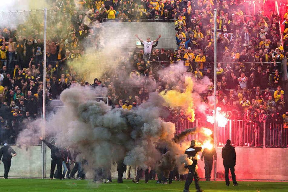 Der Aufstieg wurde auch im K-Block von Dresden seinerzeit mit reichlich Pyro gefeiert.