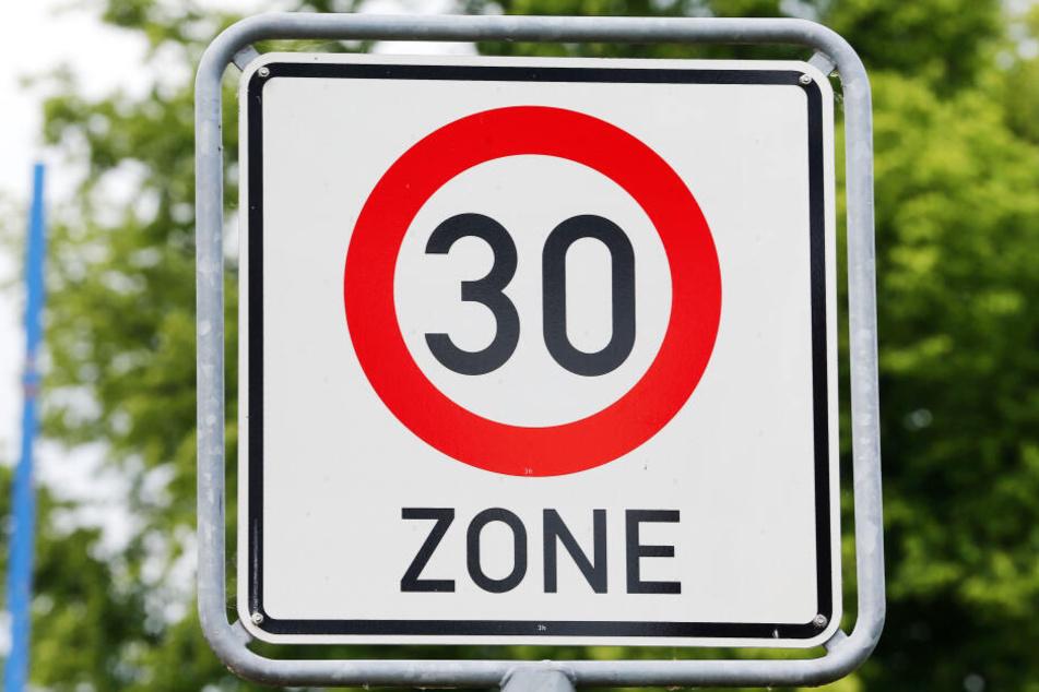 Die erlaubte Höchstgeschwindigkeit für Autofahrer wird auf den Ringen von 50 auf 30 Stundenkilometer reduziert. (Symbolbild)