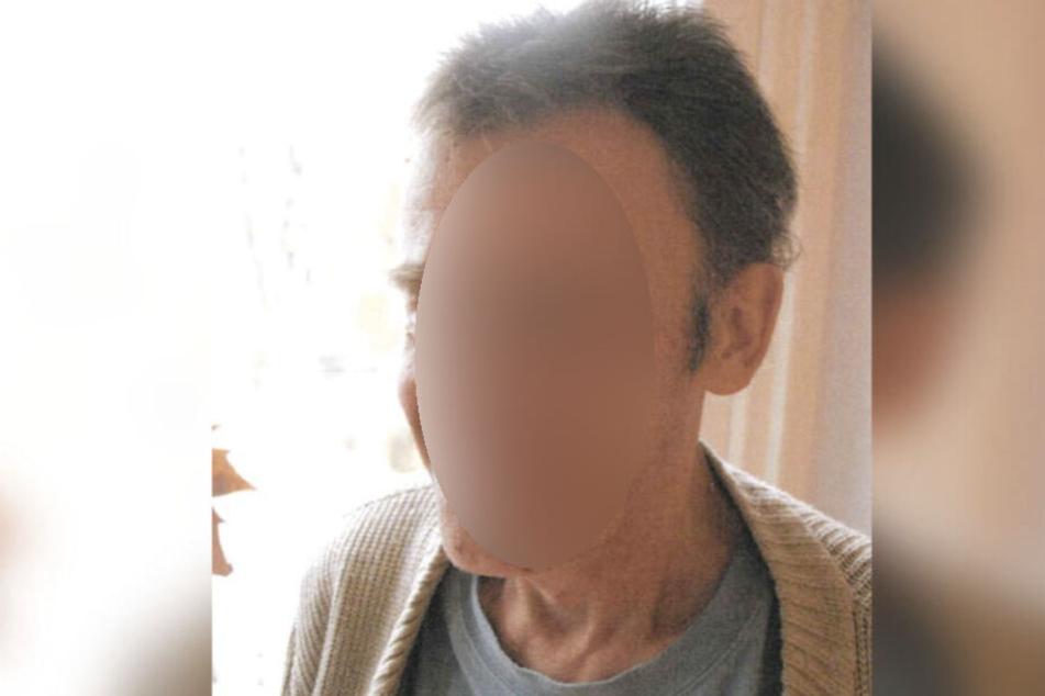 Andreas F. (60) verschwand am 14. August 2019 aus seinem Pflegeheim in Leipzig-Südvorstadt, hat eine Gehhilfe bei sich und hält die andere Hand markant an der Hüfte.