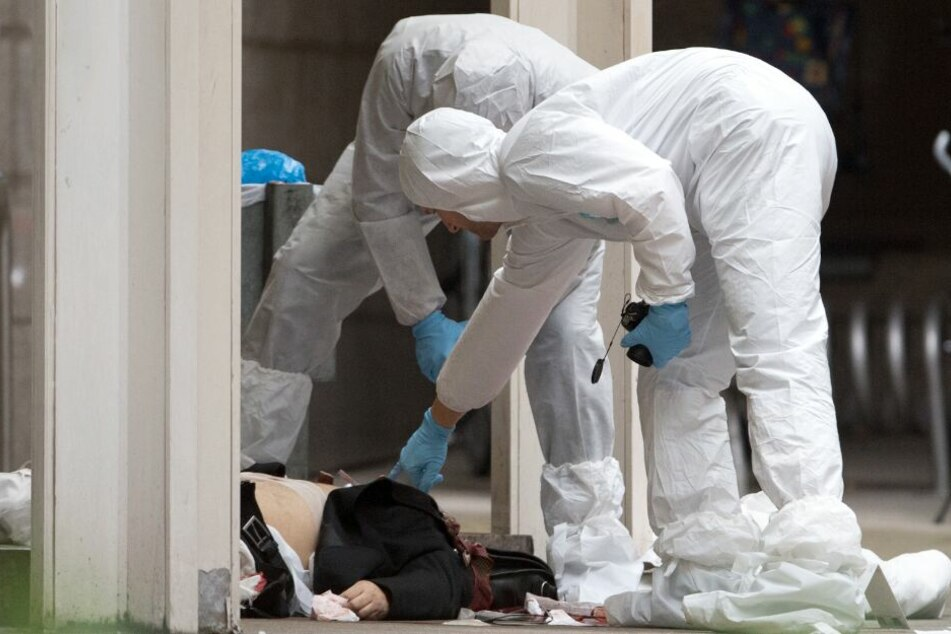 Versuchter Mord: Mann sticht auf seine Ex-Freundin ein