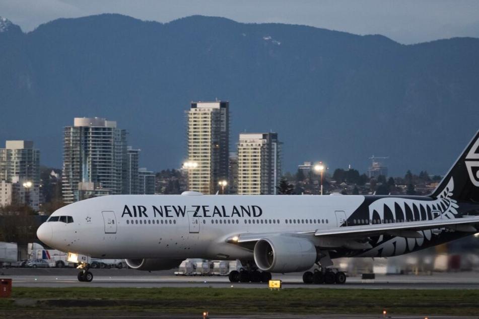 Die beiden flogen aus dem Jet, weil sie sich weigerten, am Notausgang die Sicherheitshinweise zu studieren.