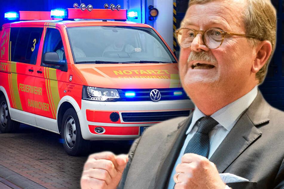 Ärztepräsident Frank Ulrich Montgomery hat wegen zunehmender Gewalt gegen Mediziner, Pfleger und Sanitäter Alarm geschlagen. (Bildmontage)