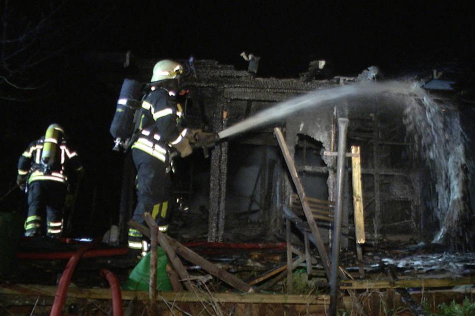 Gut 30 Minuten brauchte die Feuerwehr, um den Brand zu kontrollieren.