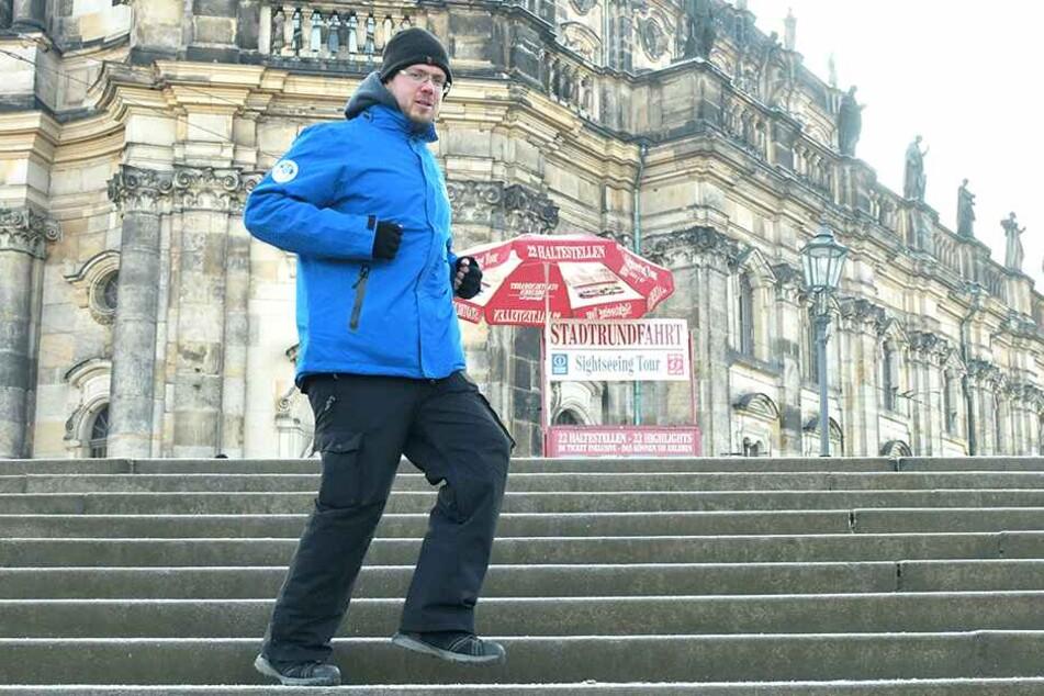 Alexander Schmidt (36) von der Stadtrundfahrt hält sich mit Bewegung warm.