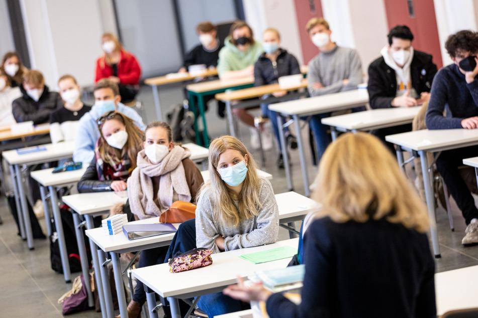 Coronavirus im Norden: Abiturprüfungen in Niedersachsen starten