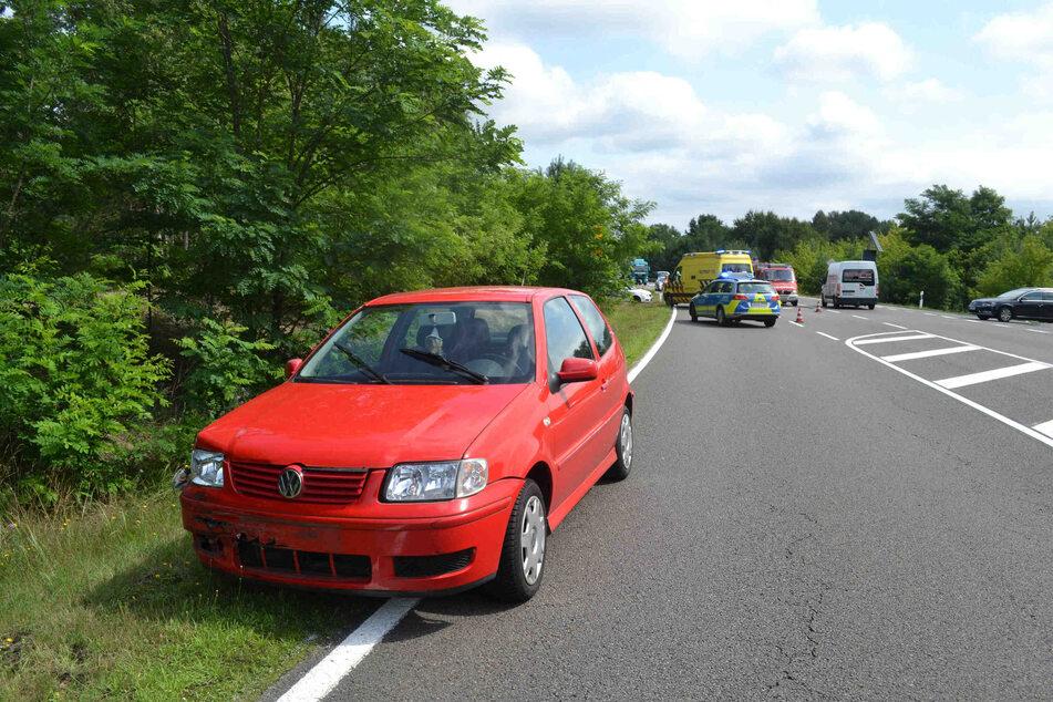 Auch der VW Polo hat leichte Spuren des Unfalls aufzuweisen.