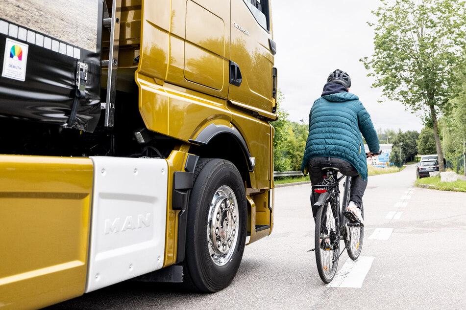Jedes Jahr sterben etwa 30 bis 40 Radfahrer durch abbiegende Laster.